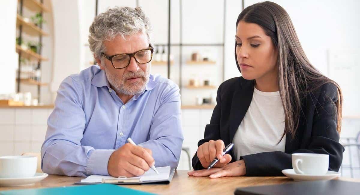 ¿Qué hace un corredor de seguros?